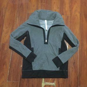 Luluelmon  Fleece  Pullover - Size 8 - Gray Black.